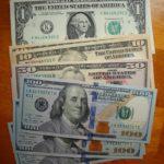 1万円札と100ドル札、お金の価値にそんなに違いはないけれど・・・